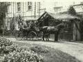 1935 circa Front Palac z bryczka, od LvK 2011-08-19