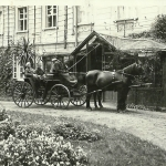 5-1935 circa Front Palac z bryczka, od LvK 2011-08-19